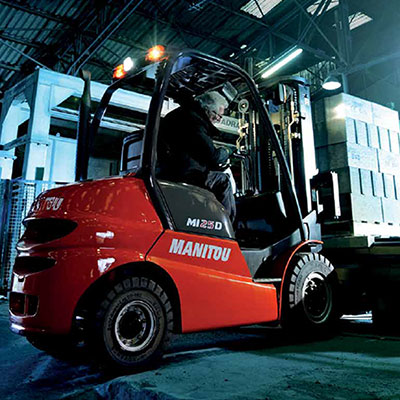 Picture showing a Manitou Lift Truck preparing to lift a load.